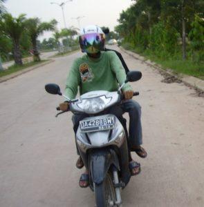 helm standar sepeda motor