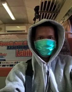 Penulis di kereta api