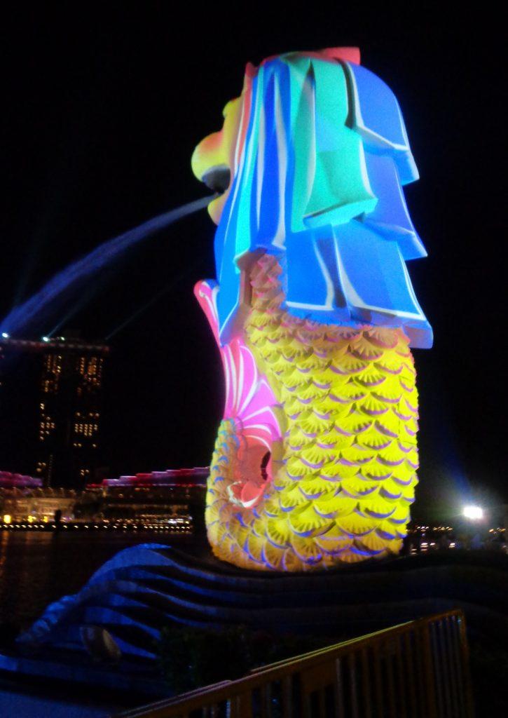 Patung Merlion Warna Warni